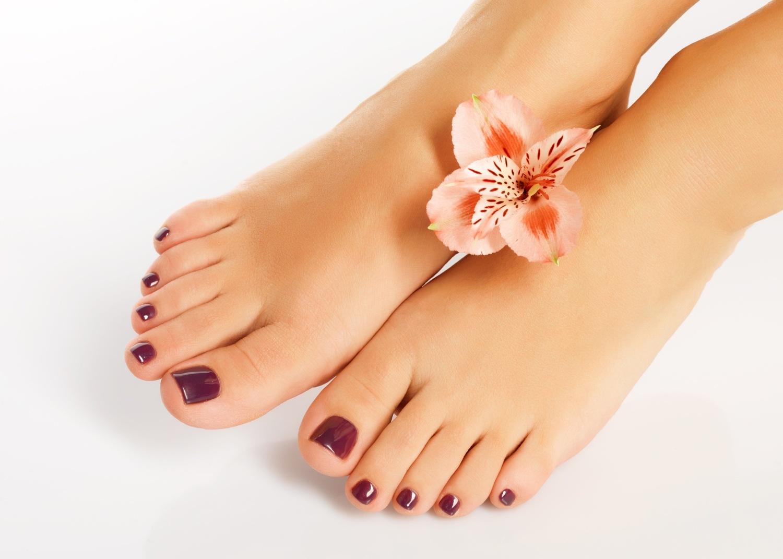 como cuidar los pies después del verano